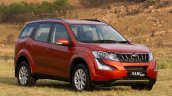 2015 Mahindra XUV500 front three quarter (1) launched in South Africa