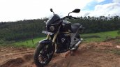 Mahindra Mojo front quarters in Images