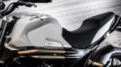 Mahindra Mojo white seat review