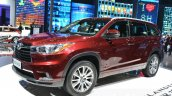 Toyota Highlander front three quarters 1 at the 2015 Shanghai Auto Show