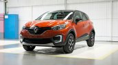 Renault Kaptur orange front three quarters