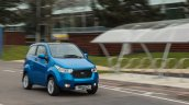 UK-spec Mahindra e2o front three quarters in motion