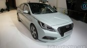 2016 Hyundai Sonata Hybrid front three quarters right side at Auto China 2016