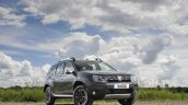 2017 Dacia Duster front three quarters