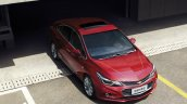 China-spec 2017 Chevrolet Cruze front three quarters top view