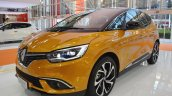 2016 Renault Scenic front three quarters at 2016 Bologna Motor Show