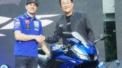 Yamaha R15 v3.0 Thailand Maverick Vinales front handshake