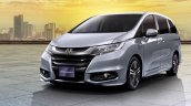 2017 Honda Odyssey (facelift) front three quarters left side official image