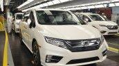 2018 Honda Odyssey front three quarters