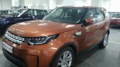 2017 Land Rover Discovery front three quarters left side spy shot