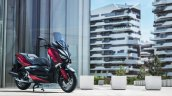 2018 Yamaha X-Max-125 action front right quarter