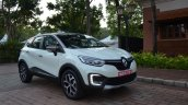 Renault Captur right front three quarters