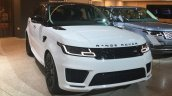 2018 Range Rover Sport front three quarters