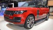 2018 Range Rover (facelift) SVAutobiography Dynamic front three quarters at 2017 Dubai Motor Show