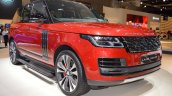 2018 Range Rover (facelift) SVAutobiography Dynamic front three quarters right side at 2017 Dubai Motor Show