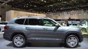 VW Teramont profile at 2017 Dubai Motor Show.JPG