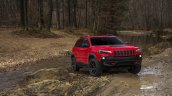 2019 Jeep Cherokee Trailhawk (facelift) front three quarters