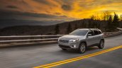 2019 Jeep Cherokee (facelift) front three quarters dynamic