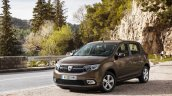 2017 Dacia Sandero Stepway front three quarters