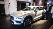 Volvo V60 Cross Country Front Three Quarters