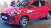 Hyundai Aura Exteriors Front Quarters 4 B88d