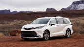 2021 Toyota Sienna Limited Front Quarters 00c7