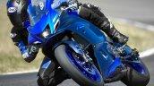 Yamaha R7 Lean Right