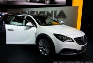 Frankfurt Live - Opel Insignia Country Tourer stops by