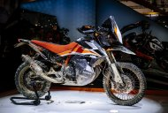 KTM 790 Adventure R Concept vs KTM Dakar Rally bike [Video]