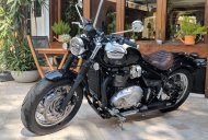 Triumph Bonneville Speedmaster vs Harley-Davidson 1200 Custom - spec comparison