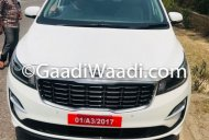 2018 Kia Carnival (facelift) spotted on Indian roads