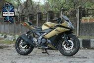 Yamaha YZF-R15 2.0 with matt gold & black wrap looks neat
