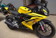 Yamaha R15 V3.0 with 'black & yellow' paint scheme spotted at a dealer