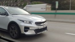 Kia Ceed-based Kia XCeed crossover spied naked in Netherlands [Update]