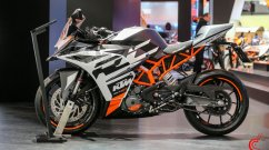 2020 KTM RC 390 and 2020 KTM RC 125 with new paint theme and graphics at EICMA 2019 [Video]