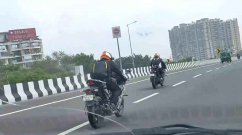 Yamaha R15 v4 with R7-Like Projector Headlamp Spied Testing - VIDEO