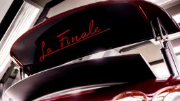 "Final Bugatti Veyron has ""La Finale"" inscribed on its wing [Update]"