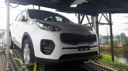 Kia Sportage and Kia Sorento spied in transit in India
