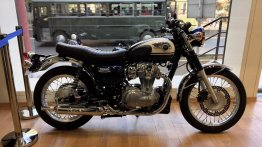 Kawasaki W800 displayed at Pune dealership to get customer response - Report