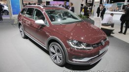 2018 VW Golf Alltrack at the IAA 2017 - Live