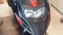 Aprilia SR 150 Carbon Edition starts to arrive at dealerships - Live images