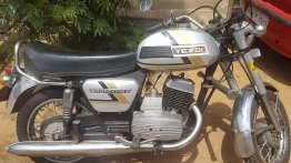Check out this neatly restored Yezdi Roadking 250