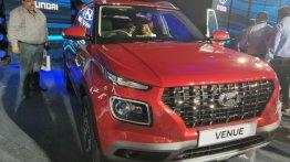 Hyundai Venue को अब तक मिली 15,000 बुकिंग, कल ही हुई थी लॉन्च