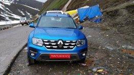 2020 Renault Duster के इंटीरियर और एक्सटीरियर की तस्वीरें लीक
