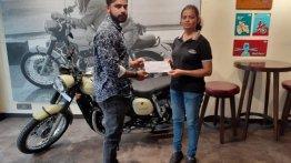 डुअल-चैनल एबीएस से लैस Jawa मोटरसाइकिल की डिलिवरी शुरू