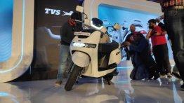 TVS Motor कंपनी भारत में उतारेगी कई इलेक्ट्रिक व्हीकल, जानें डिटेल