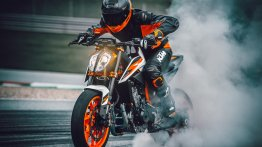 KTM 890 Duke R presented to media as international launch date gets closer [Video]