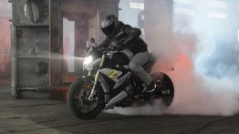 2021 BMW S 1000 R unveiled, loses weight, ditches asymmetrical front look