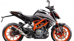 2021 KTM 390 Duke with optional Quickshifter + reaches Europe