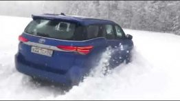 Watch Toyota Fortuner Sailing Through Thick Snow Like A Boss